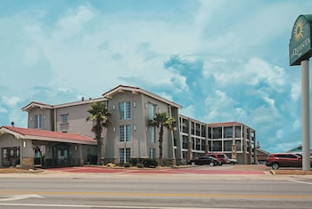 Picture of La Quinta Inn by Wyndham Galveston East Beach in Galveston