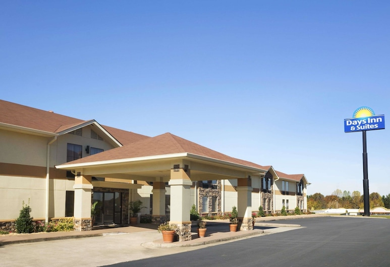 Days Inn & Suites by Wyndham Commerce, Commerce