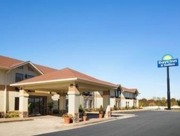 Picture of Days Inn & Suites Commerce in Commerce