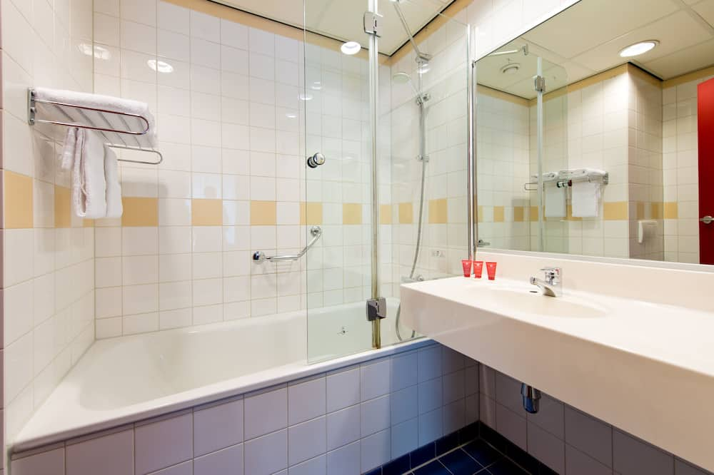 Superior Triple Room (with Extra Bed) - Bathroom
