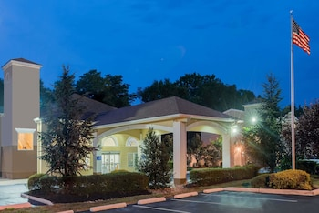 Gambar Days Inn & Suites by Wyndham Cherry Hill - Philadelphia di Philadelphia