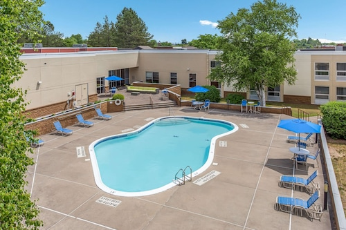 remwaifan dmrm https www hotels com ho107832 burrstone inn ascend hotel collection new hartford united states of america