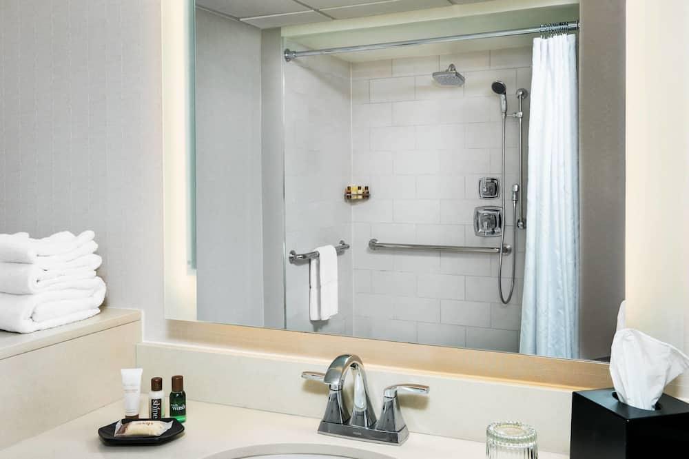Номер «Делюкс», 1 двуспальная кровать «Кинг-сайз», для некурящих - Ванная комната