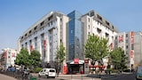Book this Parking available Hotel in Paris