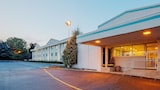 Reserve this hotel in Paramus, New Jersey