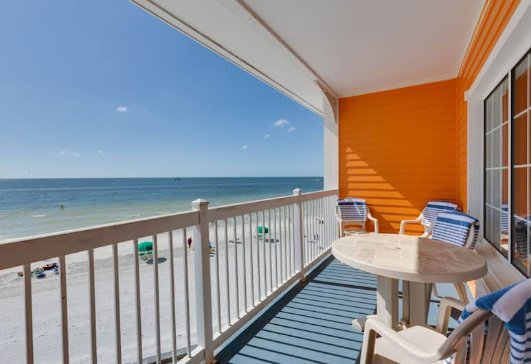 Pierview Hotel & Suites, Fort Myers Beach, Beachfront Suite with Two Double Beds, Sofa Sleeper, and a Full Kitchen, Balcony