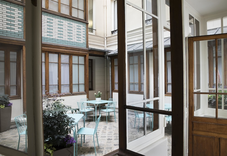 Hotel Duminy Vendome, Paris, Terrace/Patio