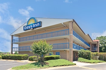 Picture of Days Inn by Wyndham Charlotte Northlake in Charlotte