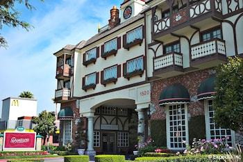 Picture of Anaheim Camelot Inn & Suites in Anaheim