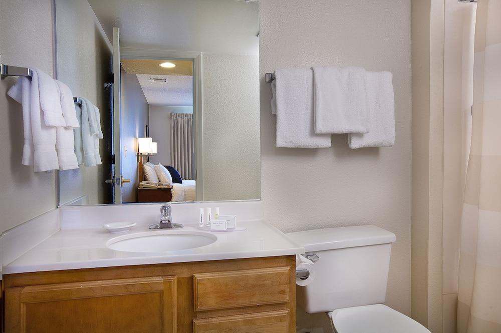 Family Suite, 2 Bedrooms, Non Smoking - Bathroom