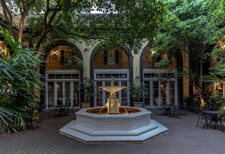 Hotel Mazarin, New Orleans, Innergård