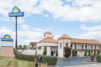 Picture of Days Inn by Wyndham Lexington Southeast in Lexington