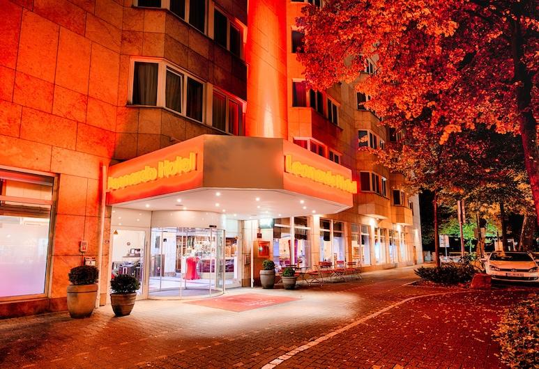 Leonardo Hotel Düsseldorf City Center, Düsseldorf, Hotelfassade am Abend/bei Nacht