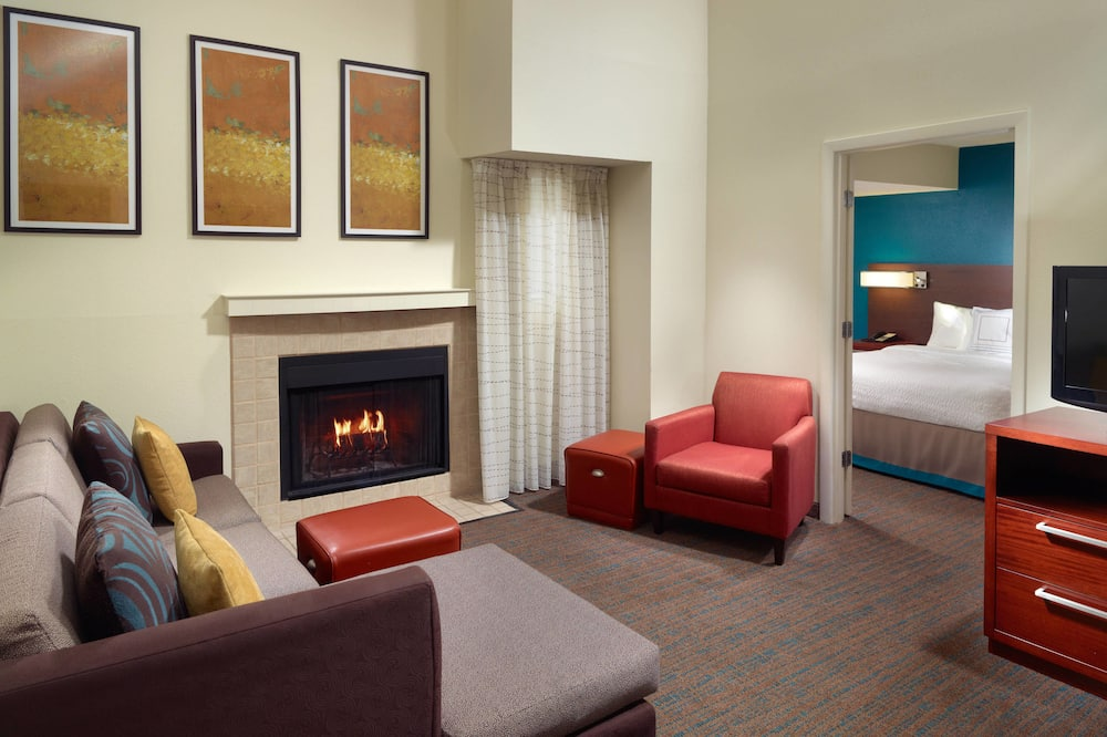 Suite, 2 Bedrooms, Non Smoking, Fireplace - Living Area