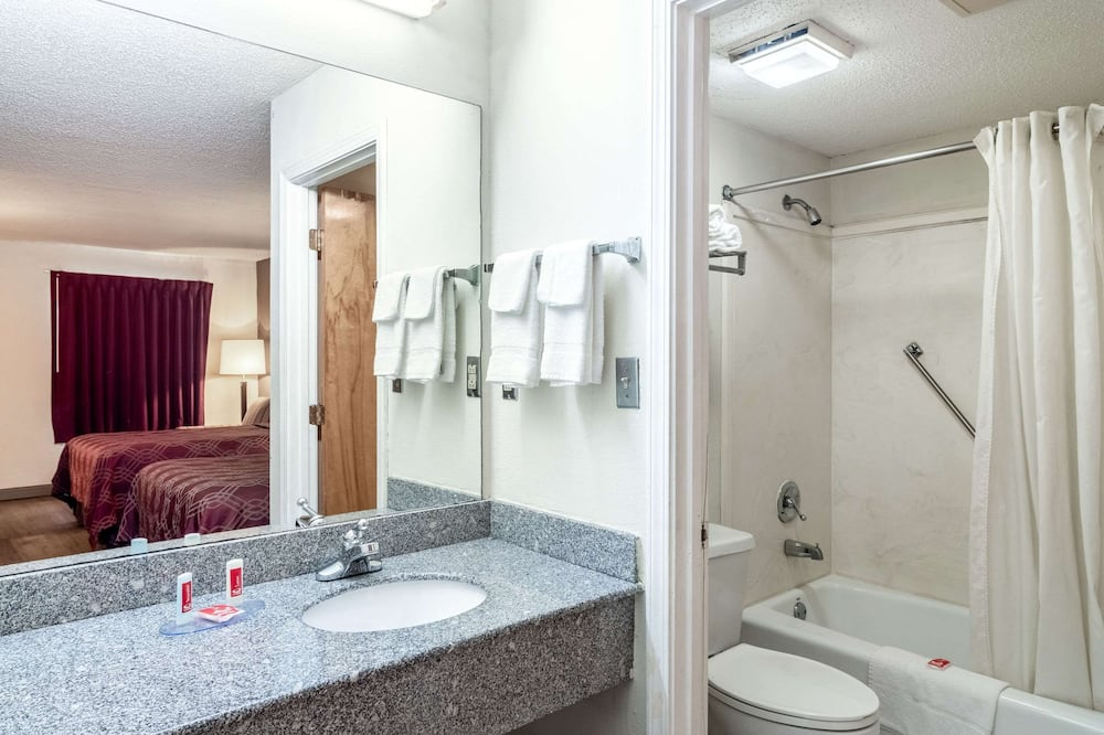 Štandardná izba, 2 dvojlôžka - Kúpeľňa
