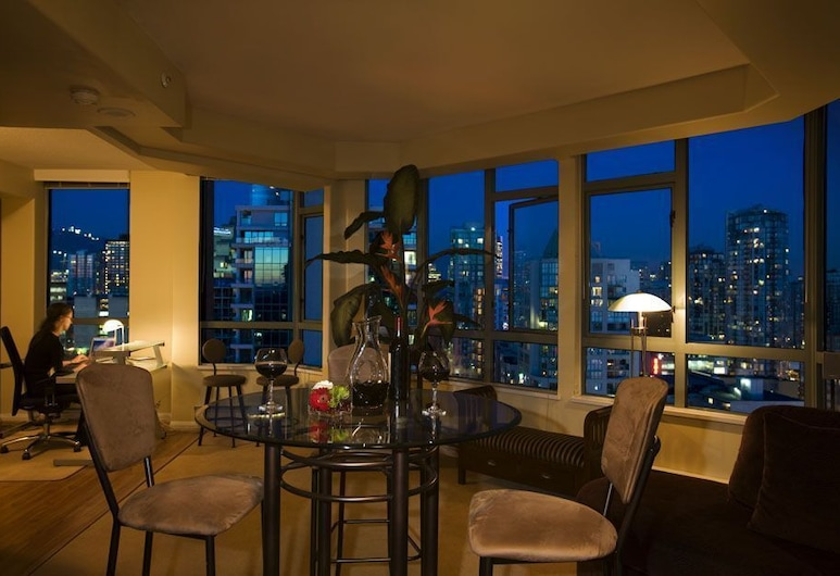 Executive Hotel Vintage Park, Vancouver, Suite, 1 Bedroom, Living Area