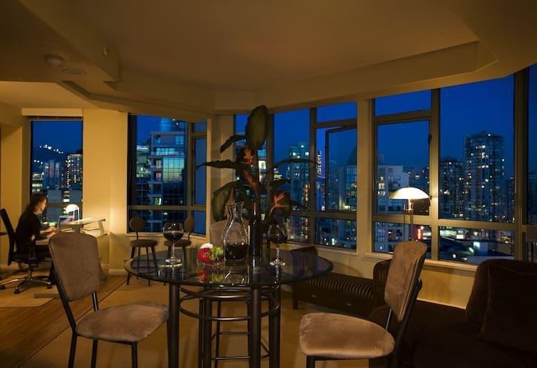 Executive Hotel Vintage Park, Vancouver, Suite, 1 Bedroom, Living Area
