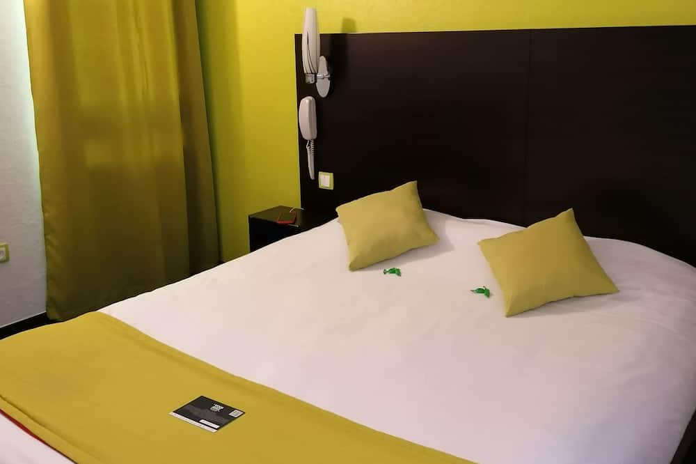 Standard room with double bed - 대표 사진