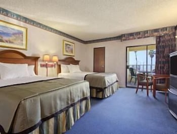 Fotografia hotela (Travelodge by Wyndham Ocean Front) v meste Huntington Beach