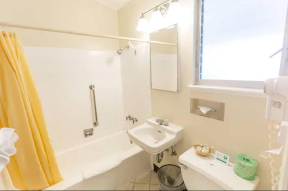 Standard Room, 1 Katil Raja (King), Garden View - Bilik mandi