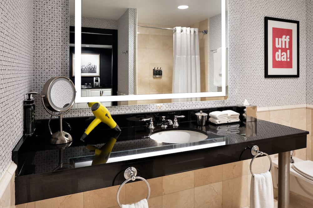 Room, 1 King Bed, Accessible, Bathtub - Bathroom