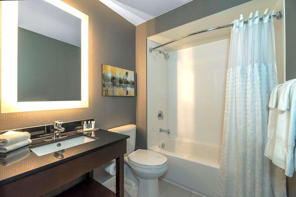 客房, 1 張特大雙人床及 1 張梳化床, 非吸煙房 - 浴室