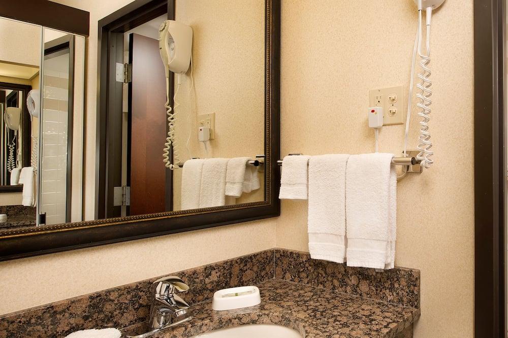 Rom – deluxe, 2 queensize-senger, kjøleskap og mikrobølgeovn (Upper Floor) - Bad