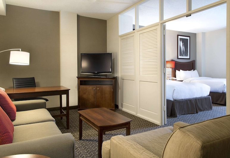DoubleTree Suites by Hilton Hotel Lexington, Lexington, Premium Two Room Suite, 2 Queen Beds, Oversize Jetted Tub, Sala de estar