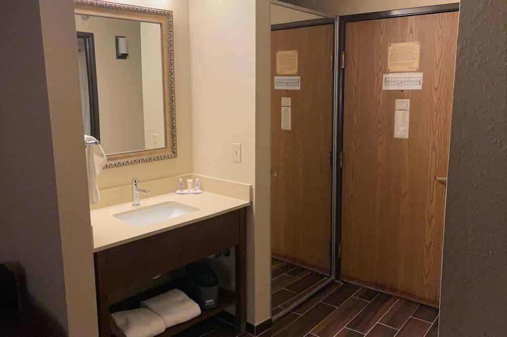 Standard-huone, 1 suuri parisänky, Tupakointi kielletty - Kylpyhuone