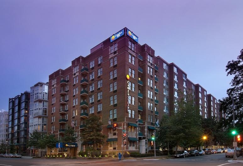 Comfort Inn Downtown DC/Convention Center, Washington, Hotel Front – Evening/Night