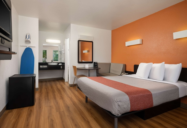 Motel 6 Temecula, CA - Historic Old Town, Temecula, Standard Room, 1 Queen Bed, Non Smoking, Guest Room