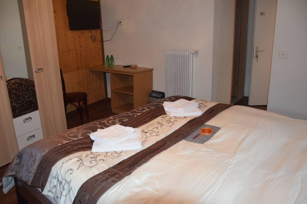 Classic Double Room, City View - Bathroom
