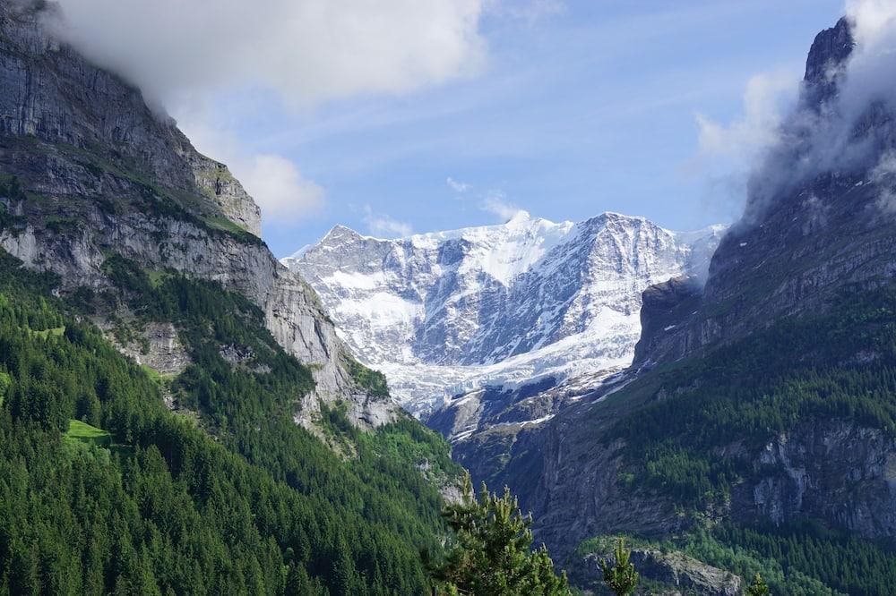 Tomannsrom, delt bad - Utsikt mot fjell