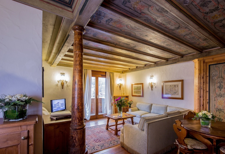 Hotel Bellevue Suites & SPA, Cortina d'Ampezzo, Suite – deluxe, 3 soverom, balkong, Oppholdsområde