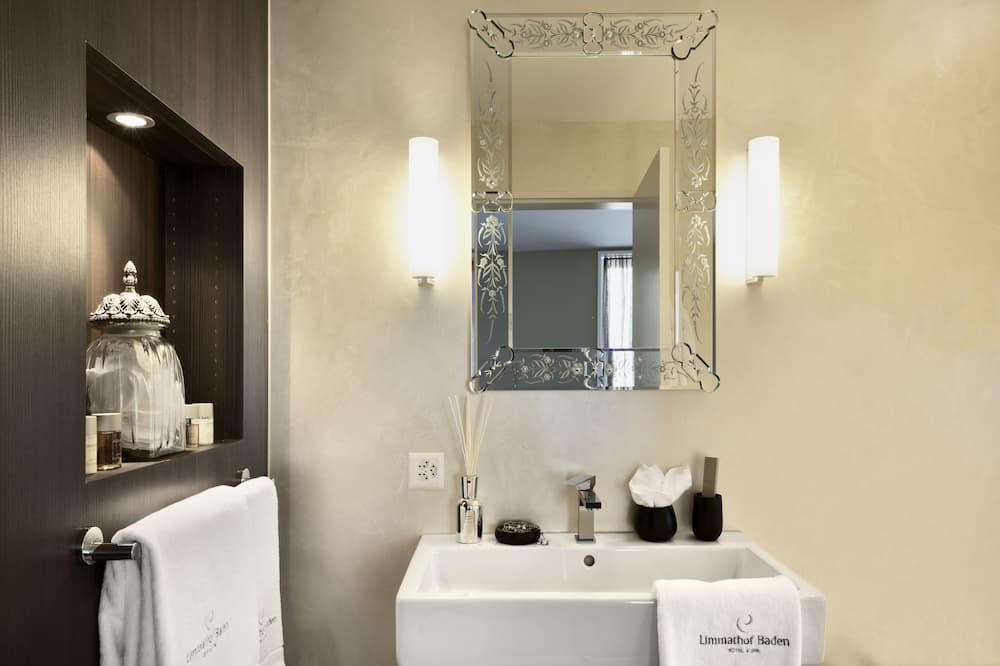 Superior Double room (Limmathof Baden Hotel & Private Spa, Badstrasse 20, CH-5408 Ennetbaden) - Bathroom