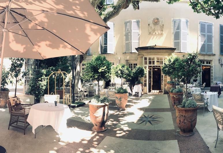 Hotel d'Europe, Avignon, Õu