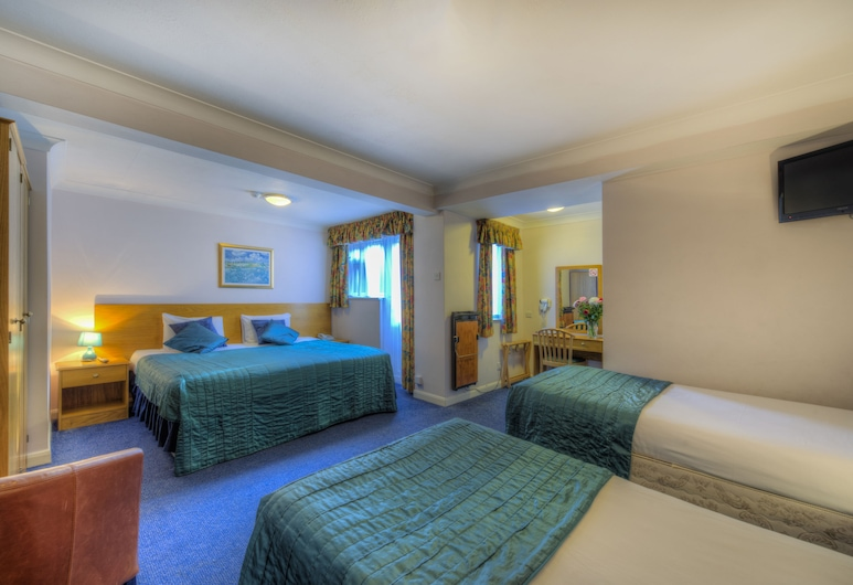 Flexistay Reading West Aparthotel, Reading, Family Room, Ensuite, Guest Room