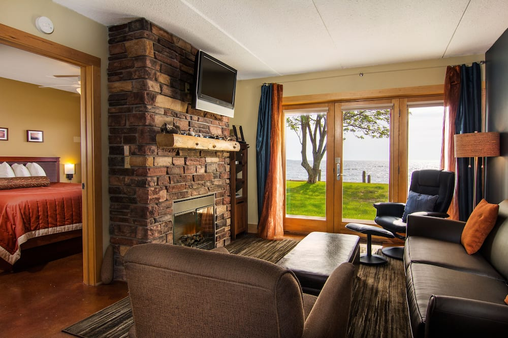 Suite, 1 Bedroom, Lake View - Living Area