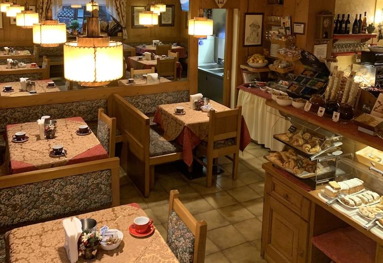 Hotel Meublé Villa Neve, Cortina d'Ampezzo, Ontbijtruimte