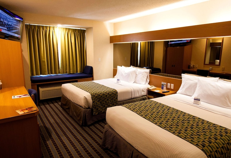 Microtel Inn & Suites by Wyndham Chihuahua, Chihuahua, Standard Room, 2 Queen Beds, Smoking, Guest Room