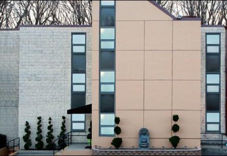 梅多布魯克汽車旅館, 哲立科