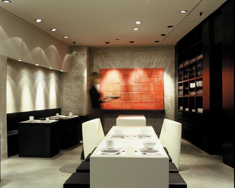 Book strafhotel bar a member of design hotel in milan for Design hotels in italien