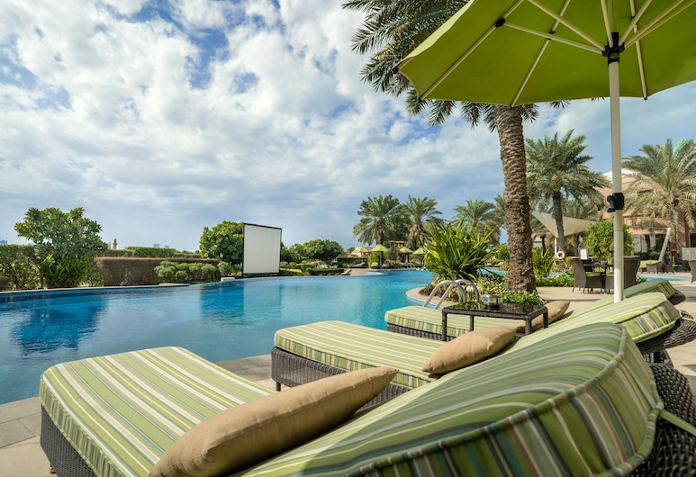 Movenpick Hotel Bahrain, Muharraq, Sundeck