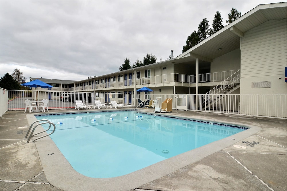 Motel 6 Tumwater Olympia Pool