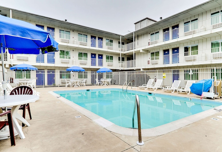Motel 6 Linthicum Heights, MD - BWI Airport, Linthicum Heights, Εξωτερική πισίνα
