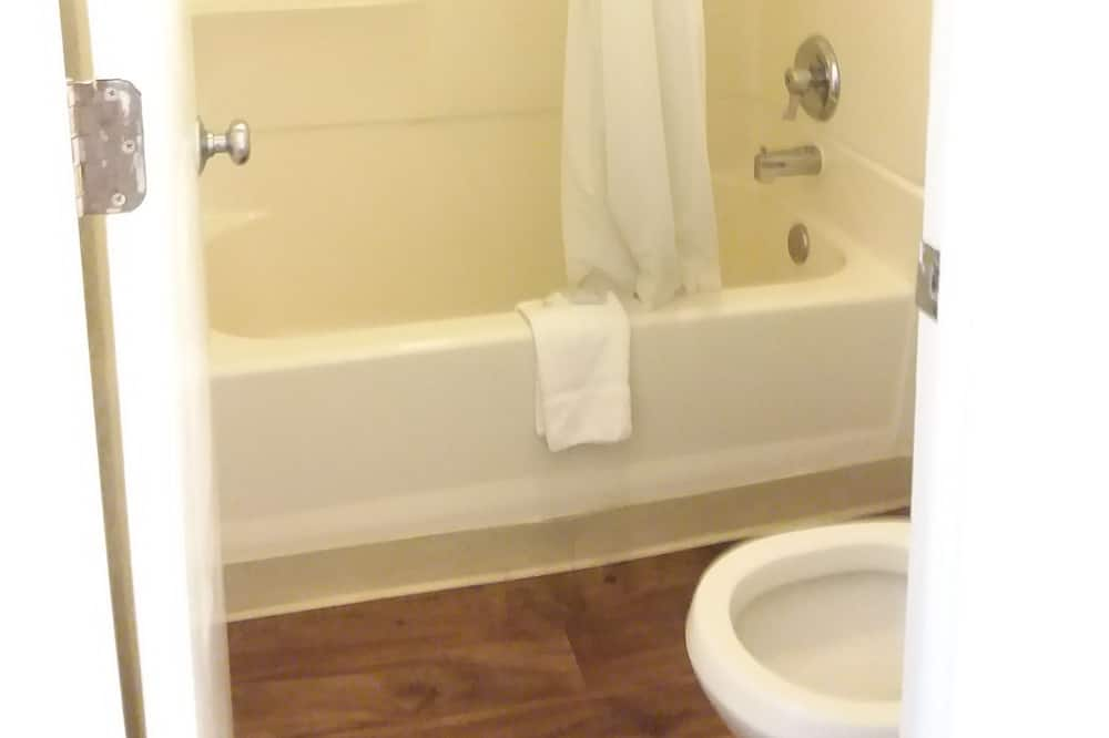 ルーム クイーンベッド 2 台 - バスルーム