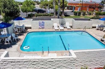 Enter your dates to get the Bakersfield hotel deal