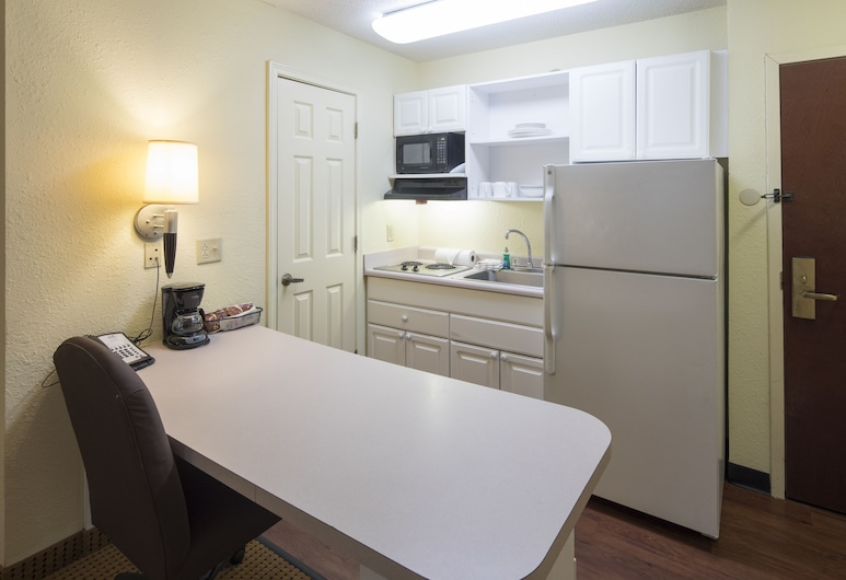 InTown Suites Extended Stay Anderson SC - Clemson University, Anderson, Suite, 2 Bedrooms, Non Smoking, Kitchen, Guest Room