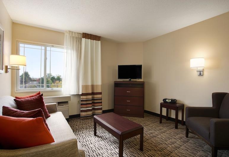 MainStay Suites Detroit Auburn Hills, Auburn Hills, Luksusa numurs, 1 divguļamā karalienes gulta, piekļuves iespējas personām ar kustību traucējumiem, Dzīvojamā zona