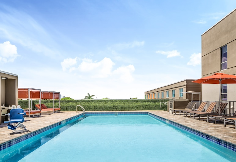 Holiday Inn Express Ft. Lauderdale Cruise-Airport, Fort Lauderdale, Bazen